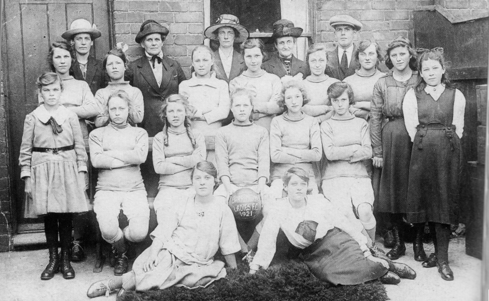 http://www.donmouth.co.uk/womens_football/images/1921_barrington_ladies.jpg